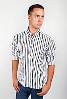 Модная  мужская рубашка приталенного кроя в оригинальную широкую вертикальную полоску черно-белая