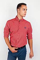 Модная мужская рубашка классического кроя с длинными рукавами и эмблемой на груди красная