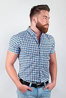 Необычная мужская рубашка из приятного материала в мелкую клетку с короткими рукавами бело-голубая