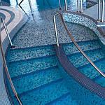 Как выбрать мозаику для бассейнов и правильно ее уложить