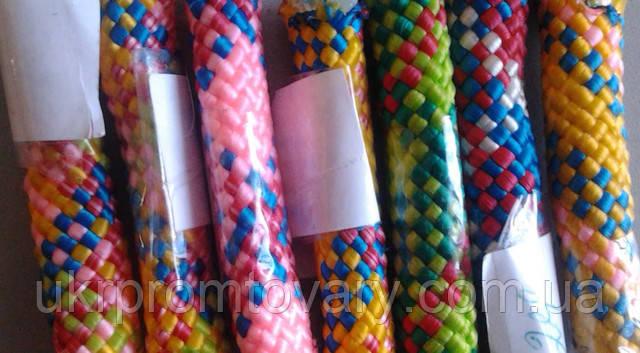 Скакалка гимнастическая бывает разных цветов готовая и на заказ. Производство г. Киев, находится на складе в большом ассортименте, яркие цвета - под цвет костюма спортсменов.