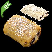 Пирожок с зернового теста с черничной начинкой
