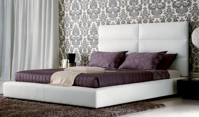 Кровать с мягкой спинкой