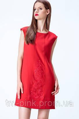 Сукня А-силуету з вишивкою червоного кольору