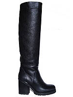 Женские демисезонные сапоги из кожи крупной текстуры на толстом каблуке