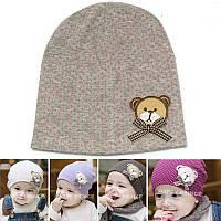 Детская шапка в горошек серая с мишкой