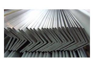 Уголок металлический  32 х 32 х 3 мм