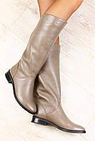 Сапоги женские кожаные на маленьком каблуке зимние и демисезонные цвета капучино