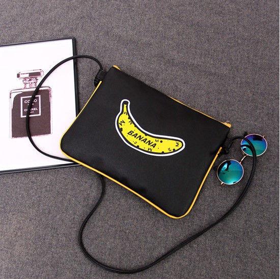 Маленькая женская сумочка с рисунком банана