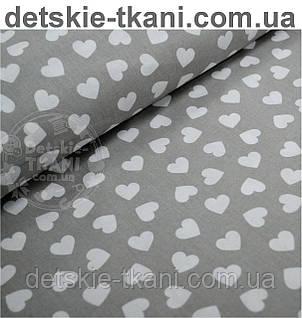 Ткань хлопковая с разносторонними сердечками 15 мм на сером фоне (№471).