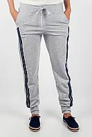 Привлекательные женские спортивные брюки свободного кроя с лампасами по бокам в таких цветовых вариантах: светло-серый-светло-синий,