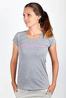 Модная женская футболка приталенного кроя из качественного трикотажа с круглым вырезом и рисунком на груди серая, черная