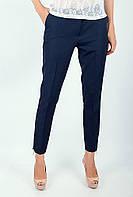 Стильные женские укороченные брюки классического кроя со стрелками и карманами по бокам темно-синие