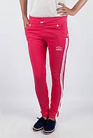 Облегающие женские спортивные брюки простого кроя с карманами по бокам и контрастными лампасами коралловые, светло-серые, светло-сиреневые,