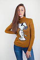 Модный женский свитер с высоким воротом и оригинальным принтом на груди горчичный, черный