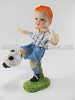 Футболист с мячом (керамика)