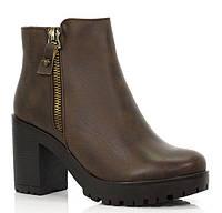 Коричневого цвета стильные ботинки