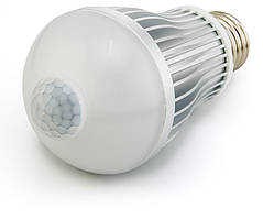 Светодиодная лампа  с датчиком движения 7 Вт