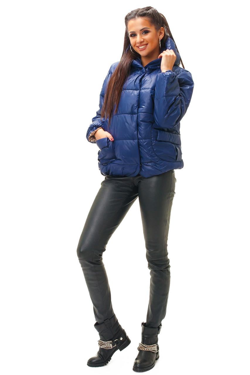 Женская укороченная куртка с капюшоном