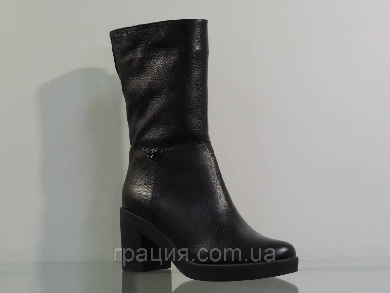 Зимние кожаные ботинки на не большем каблуке