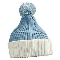 Голубая шапка с помпоном и белым отворотом