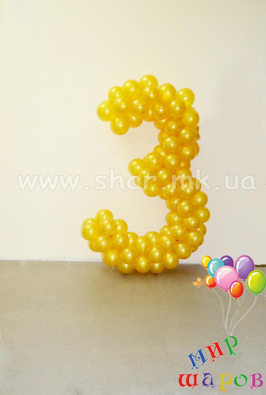 Золота трієчка з повітряних кульок