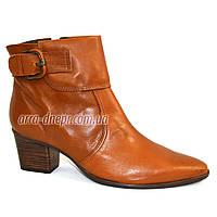Кожаные рыжие женские демисезонные ботинки на невысоком каблуке