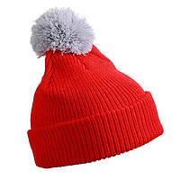 Красная шапка с серым помпоном