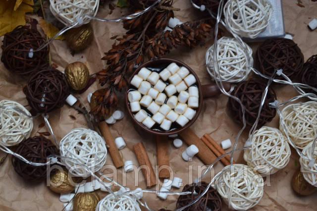 гірлянда з плетених кульок ротанга