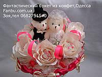 """Ручной букет из мягких игрушек и конфет """"Жених и невеста"""""""
