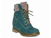 Зимние женские ботинки из нубука на скрытой танкетке (изумрудные)