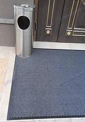 Грязезащитный ворсовый ковер на резиновой основе при входе в помещение 17