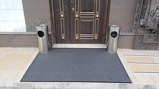 Грязезащитный ворсовый ковер на резиновой основе при входе в помещение 30