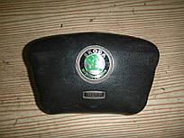 Подушка безопасности водителя Skoda Octavia 96-00 (Шкода Октавия), 1U0898203