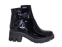 Лаковые женские ботинки в спортивном стиле Сhanel