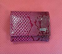 Кошелек кожаный с тиснением,малинового цвета ( Feboni)
