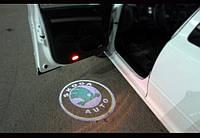 Проекция логотипа в двери Skoda