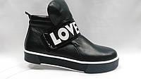 Ботиночки на толстой подошве на липучке.В двух вариантах (черная кожа,темно-синяя замша).