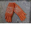 Женская перчатка в камнях