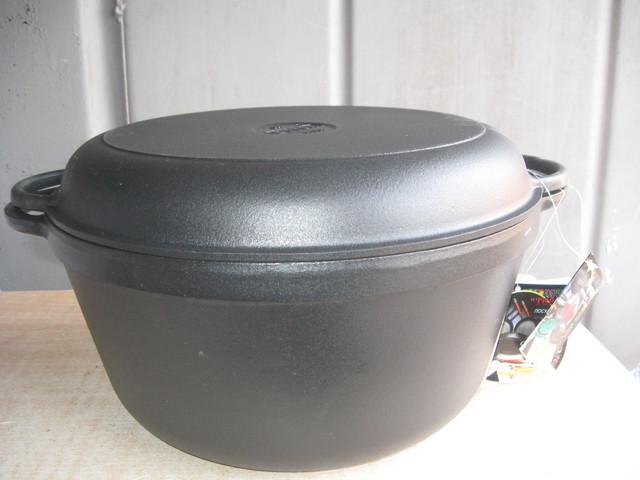 Чавунна емальована каструля з кришкою-сковородою. Матово-чорна. Обсяг 10,0 літрів, 340х150 мм