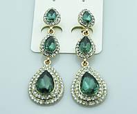 Длинные серьги с зелёными кристаллами. Благородные украшения от Бижутерии оптом RRR. 429