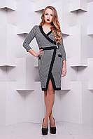 Платье женское деловое трикотажное черно-белое с разрезом спереди