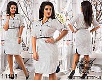 Элегантное платье в горошек спереди на пуговицах, декорировано контрастными вставками по бокам.