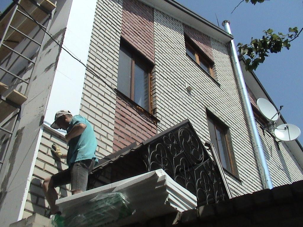 """Утепление пенопластом частного дома с отделкой фасада декоративной штукатуркой ( """"короед"""" ) 2"""