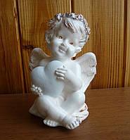 Ангел, сидящий с сердцем. Статуэтка