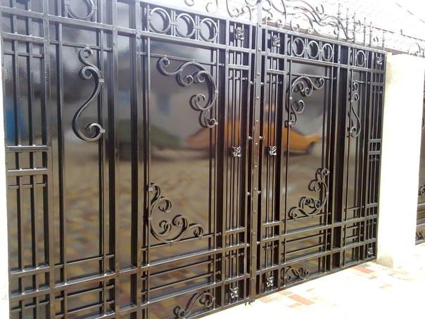 ворота обшитые листом покрашены авто краской (акрил) ширина 200 см начальная высота 200 см по центру  см калитка 90 см цена 15000 гр. с установкой покраской и всей необходимой фурнитурой