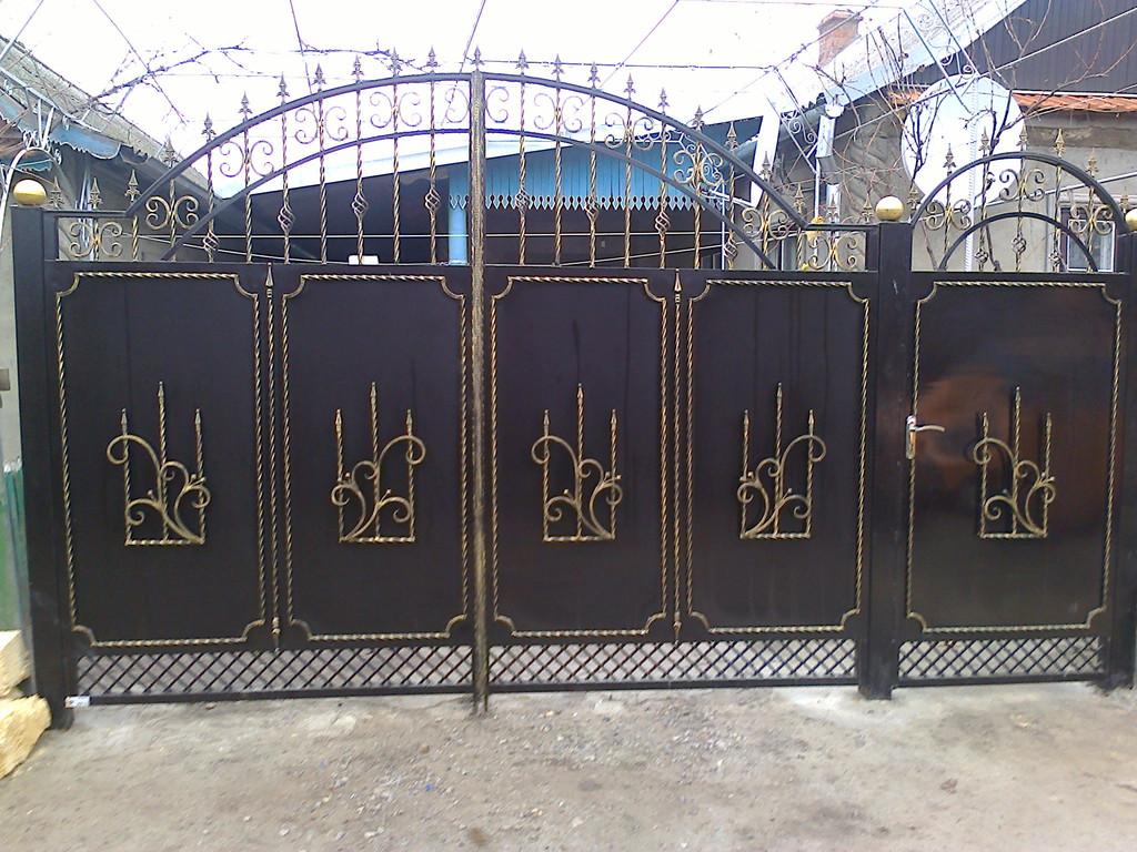 ворота основа лист покрашены авто краской (акрил) ширина 300 см начальная высота 180 см по центру 240 см калитка 90 см цена 12000 гр. с установкой покраской и всей необходимой фурнитурой