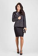 Деловой женский пиджак из букле на кнопках с украшением ручной работы