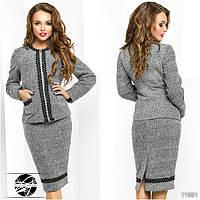 Стильный теплый комплект: пиджак и юбка, декорированные отделкой из кружева.