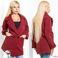 Стильное пальто без подклада, спереди застегивается на две большие пуговицы. Есть два крупных кармана.